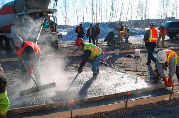 Подогретая бетонная смесь залить стены из керамзитобетона